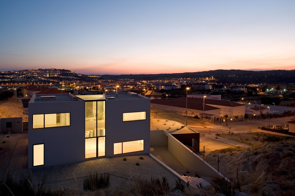 """Conjunto de vivienda """"Casa Chão das Giestas - AVA Architects"""